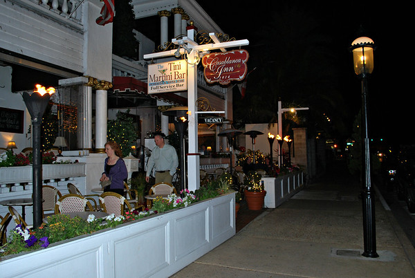 Night view of the Tini Martini Bar and the Casablanca Inn