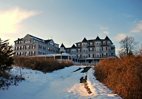 The Grande Dame Of Hotels On Marthas Vineyard Which To This Day Is Still A Major Tourist Destination For Thousands During Summer Season Harbor